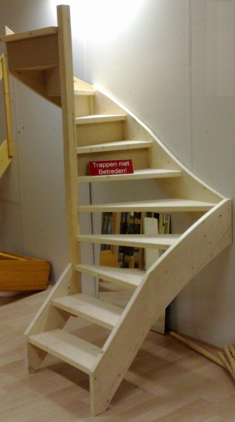 Foto 39 s en filmpjes van doe het zelf trappen for Van vlizo naar vaste trap